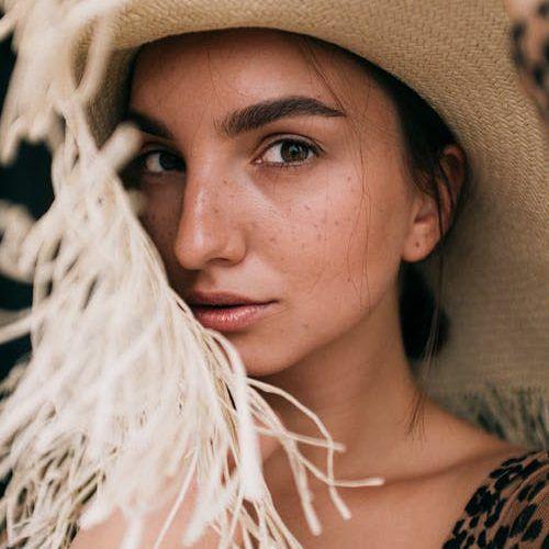 Female model for Genius Messenger CRM review